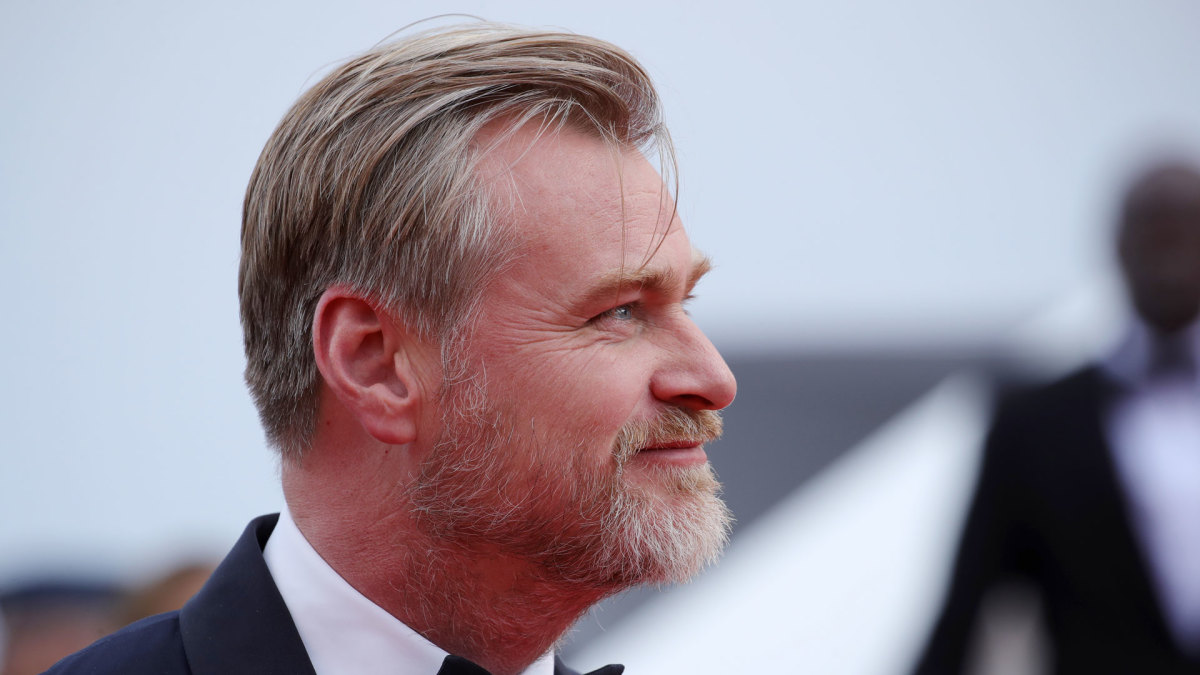 Christopher Nolan Reportedly Hates Having Chairs on Set (UPDATE ...