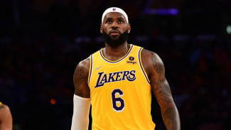 LeBron James during Los Angeles Lakers season opener