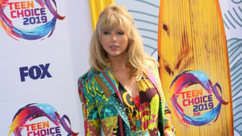 Here Are The First Week Numbers For Taylor Swift S Lover Complex