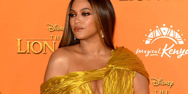 Fans Defend Beyoncé From Backlash After She Didn't Stand for Joaquin Phoenix's Golden Globes Speech