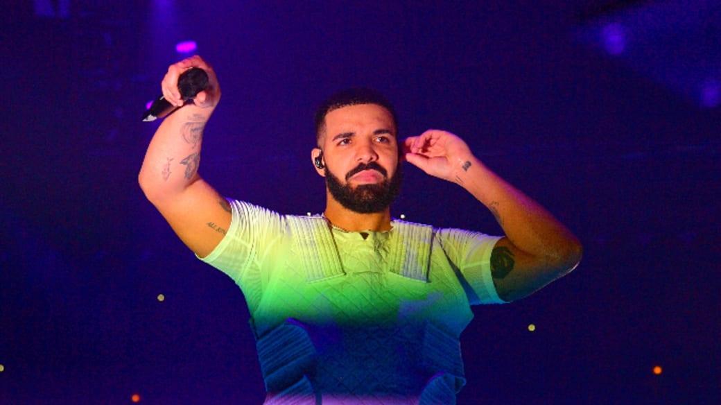 Drake performing in Chicago