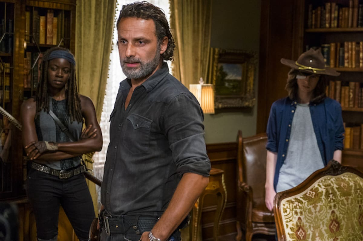 the walking dead resumes filming just days after