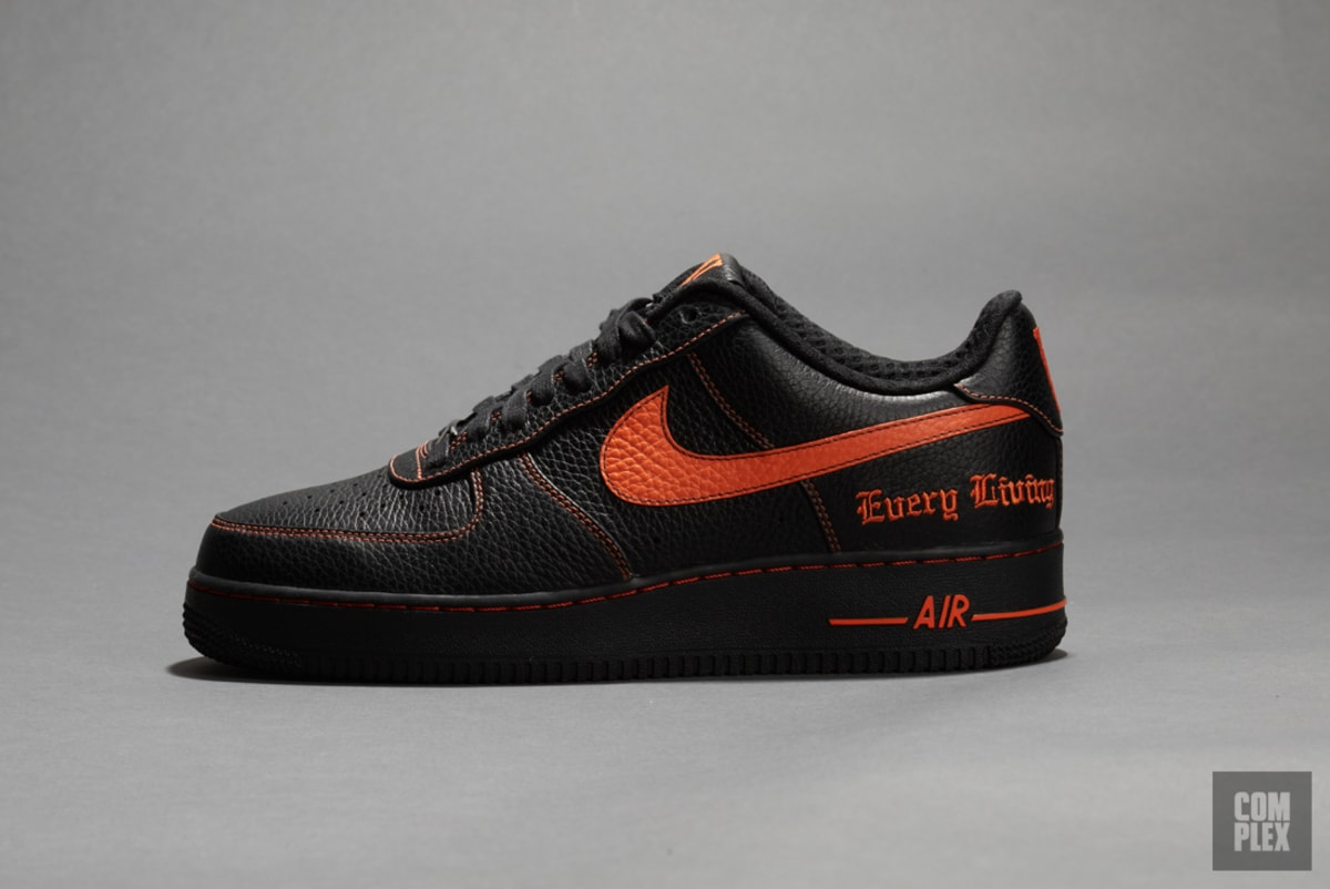nike 39 s bringing back the vlone x air force 1 for new york. Black Bedroom Furniture Sets. Home Design Ideas