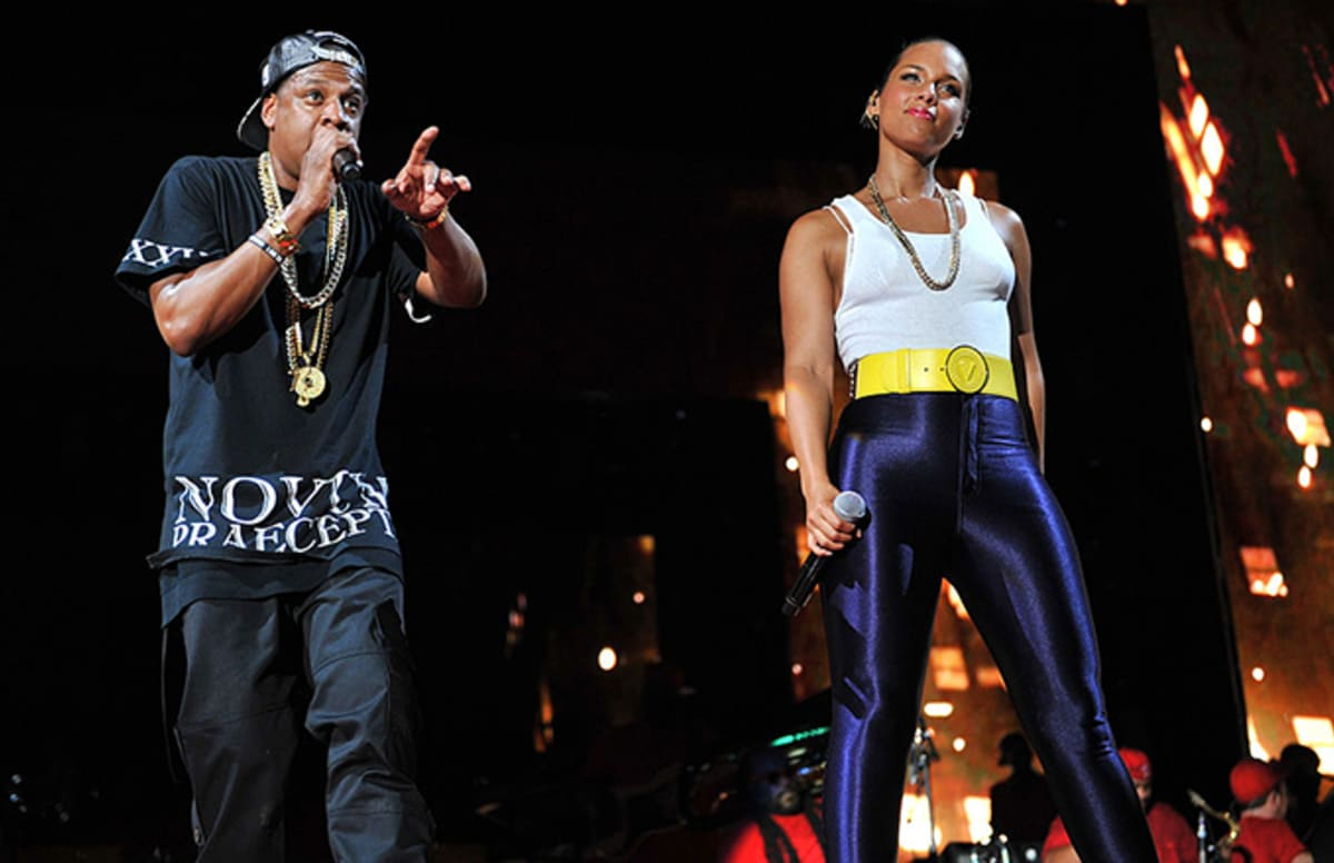 Alicia keys brings out jay z and john mayer to perform empire state alicia keys brings out jay z and john mayer to perform empire state of mind in times square complex malvernweather Image collections