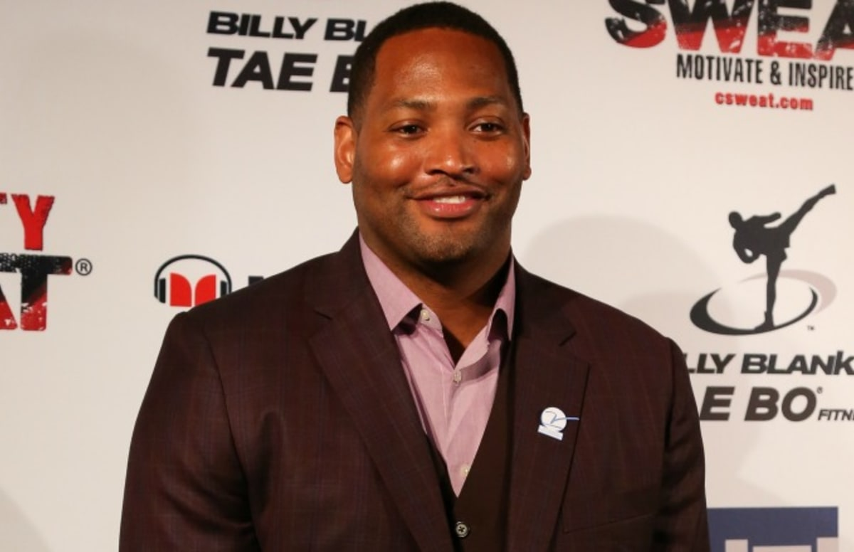 Video Shows Robert Horry Throwing Punches at Heckler During Son s