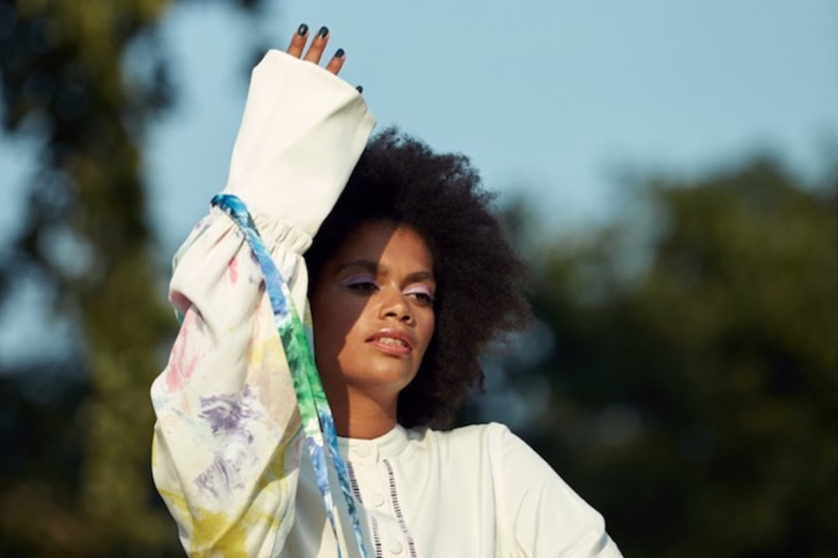 """Premiere: Amsterdam's Joya Mooi Explores Her Own Identity On """"I Can Do Better"""" With Pink Oculus"""
