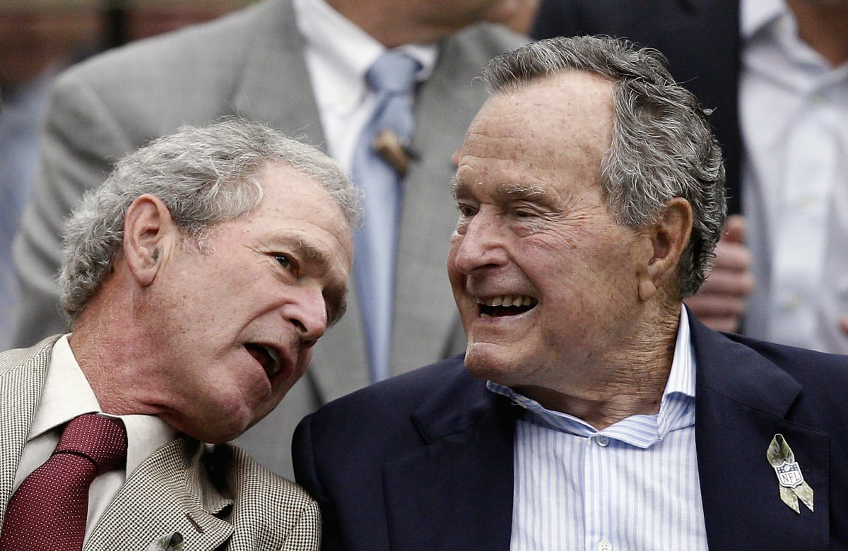 Former Presidents George H.W. Bush and George W. Bush Slam ...