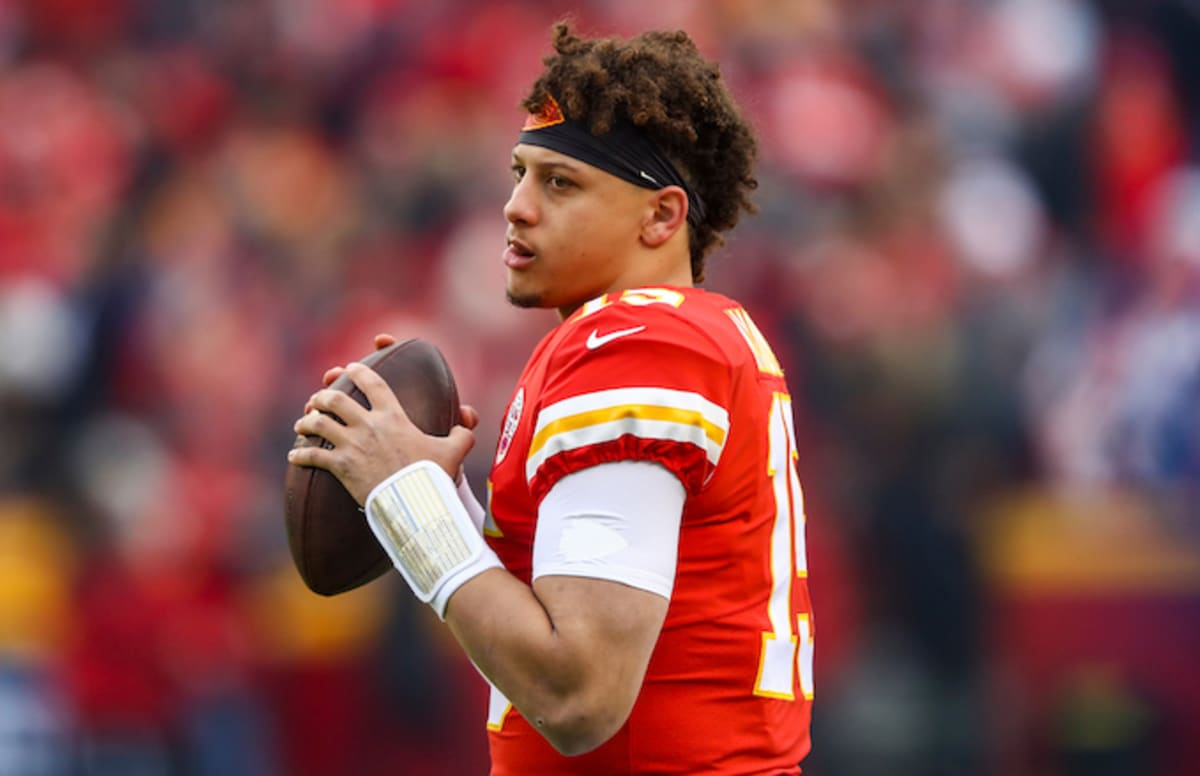 Chiefs' Patrick Mahomes Becomes 2nd Ever to Throw 50 TDs and 5,000 Yards in a Season