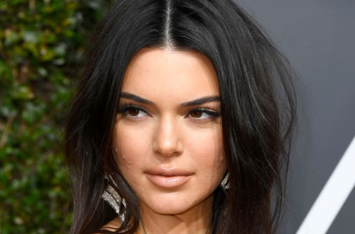 Kendall Jenner On Red Carpet Acne Never Let That Sh T