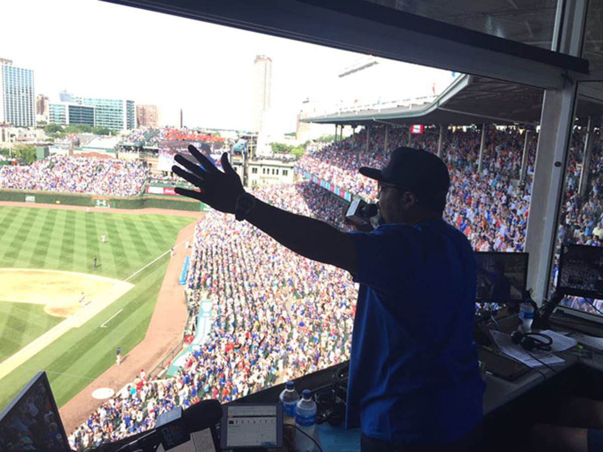 "Ice Cube Sings ""Take Me Out to the Ballgame"" at Cubs Game and It's Awesome"
