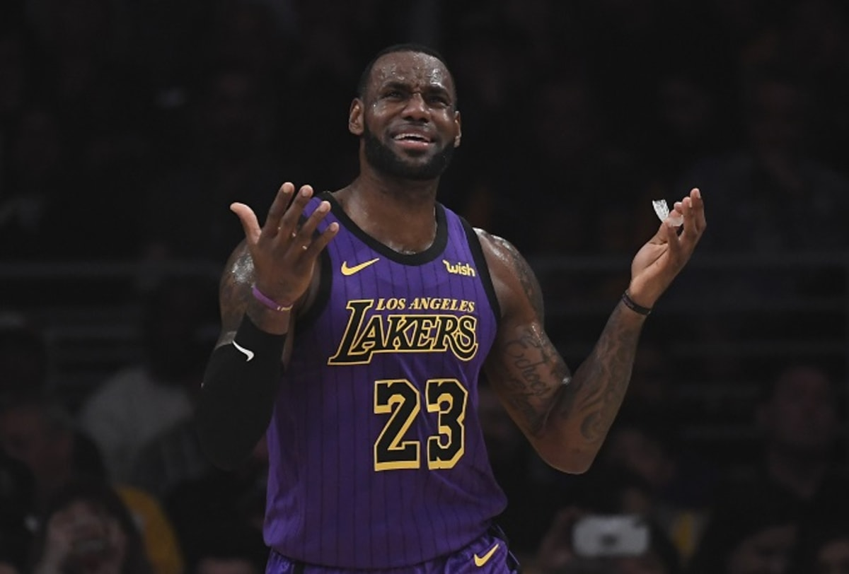 e9edea971ef Lakers Called Players Meeting to Ask LeBron to Stop Reacting to Teammates   Mistakes