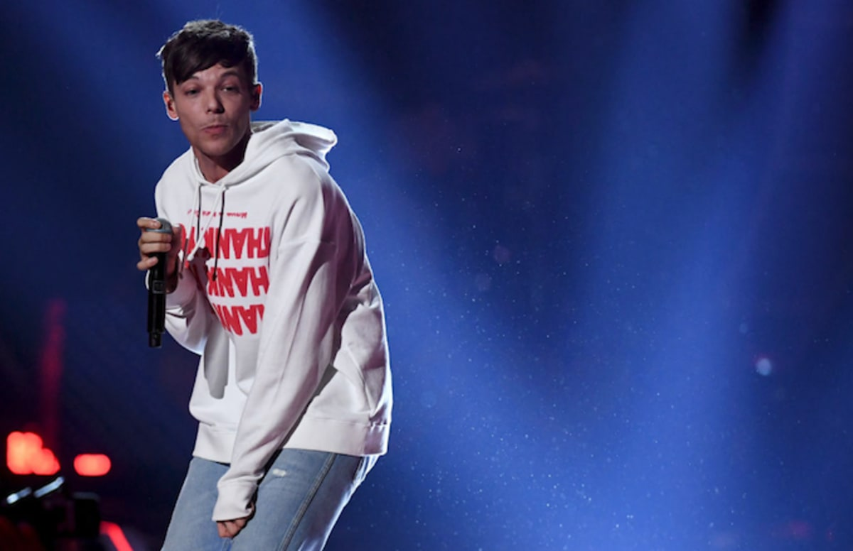 Louis Tomlinson Gallery: Louis Tomlinson Fans Drive Host Off Twitter When She Calls
