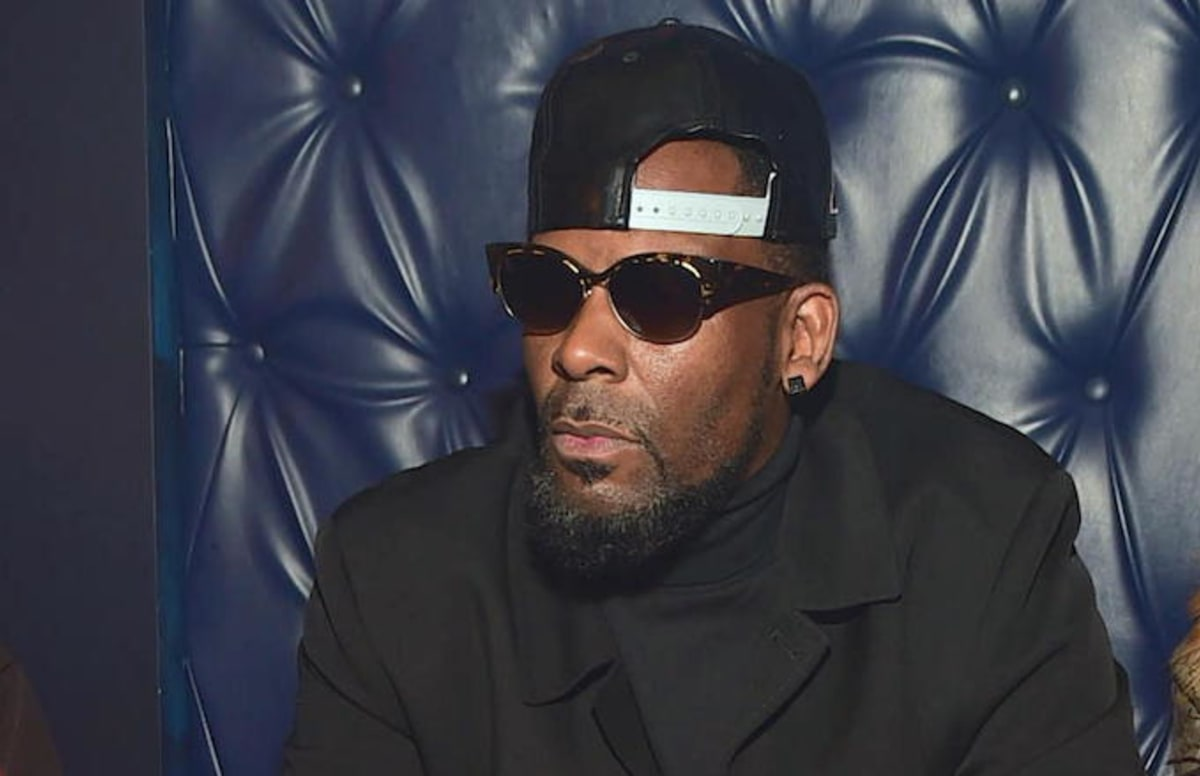 R. Kelly's Former Manager Surrendering to Police Over 'Terroristic Threats' Against Alleged Victims