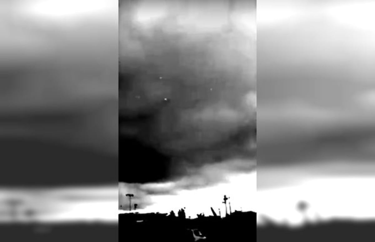 Does This Footage Show UFOs Hovering Near the US-Mexico Border?
