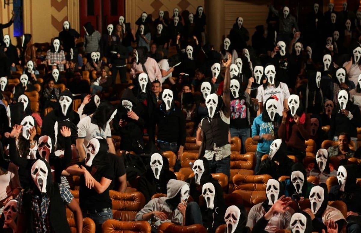 Lottery Winner Rocks 'Scream' Mask to Collect Winnings