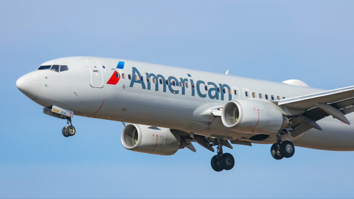 'Reclinegate' Passenger Threatens to Sue American Airlines