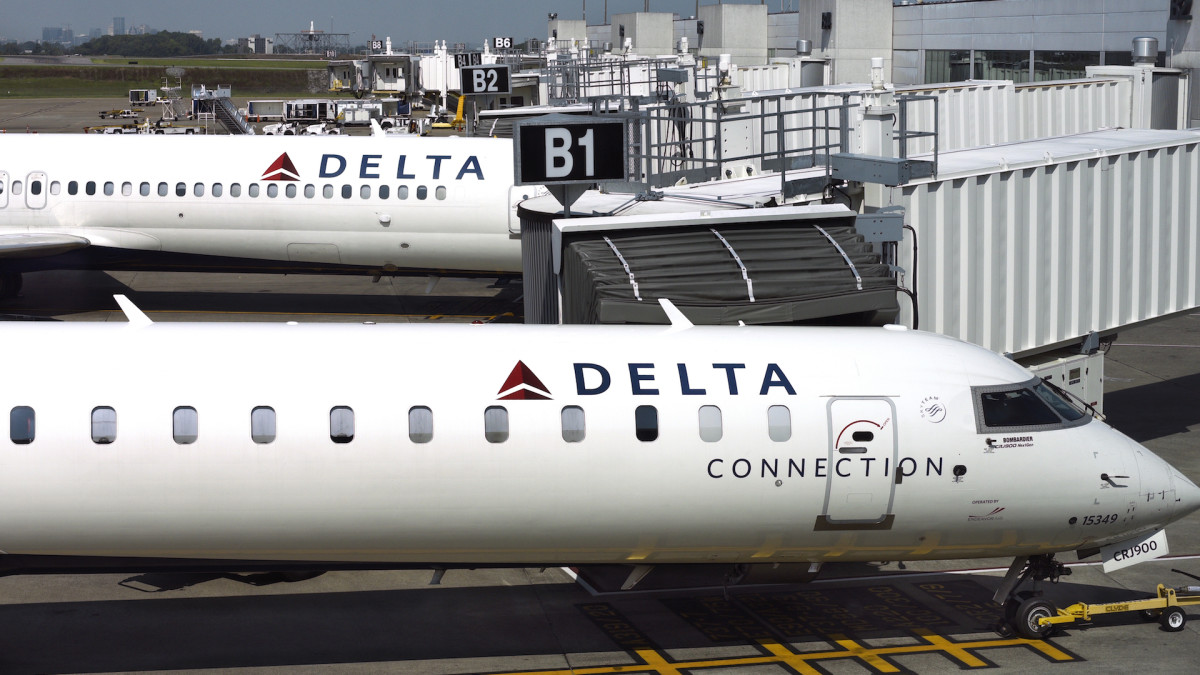 Delta CEO Believes It's 'Proper' to Ask Permission to Recline Your Seat, and People Have Thoughts