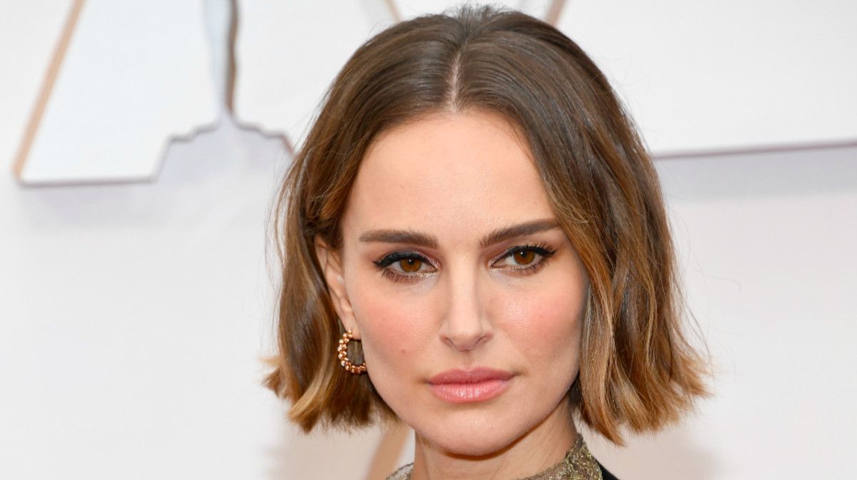 Natalie Portman Wears Dior Cape Embroidered With Names of Snubbed Woman Directors to Oscars