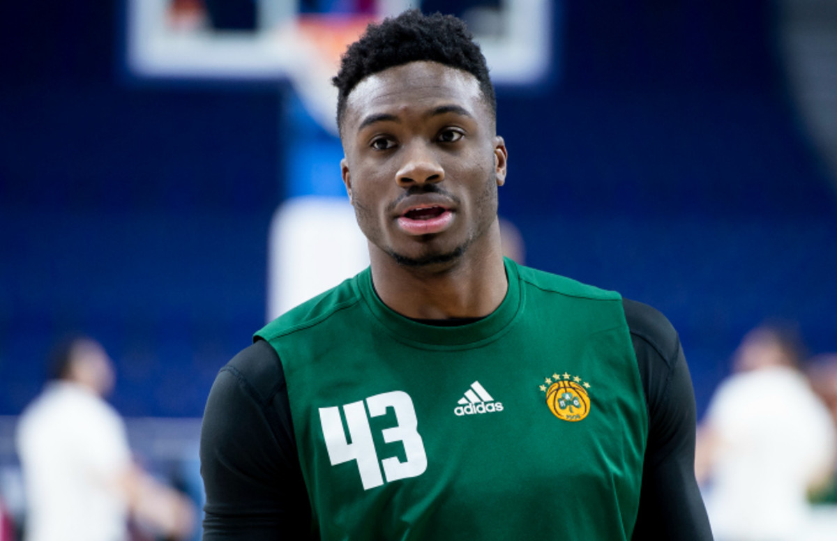 Giannis Antetokounmpo's Older Brother Thanasis to Sign ...