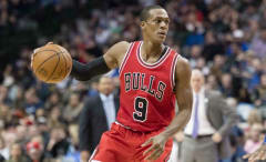 Rajon Rondo scans the court for the Bulls.