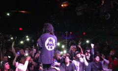 "6LACK Performs ""PRBLMS"" at No Ceilings"