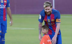 Young fan and Lionel Messi meet.