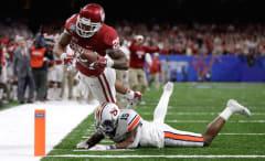 Joe Mixon #25 of the Oklahoma Sooners scores a touchdown