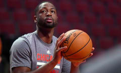 Dwyane Wade suits up for the Bulls for the first time.
