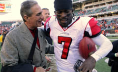 Arthur Blank and Michael Vick talk after a 2006 game.