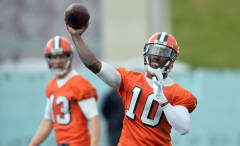 Robert Griffin III practices with the Cleveland Browns