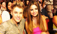 This is a photo of Justin Bieber and Selena Gomez at the 2012 Teen Choice Awards.