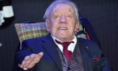 Kenny Baker, the actor behind R2-D2 in six 'Star Wars' movies, has died at 83.