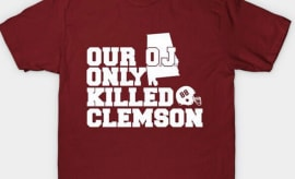 A clothing company trolls USC with this pro-Alabama shirt.