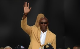 Eric Dickerson salutes NFL Hall of Fame crowd, or waves goodbye to the L.A. Rams fan base.