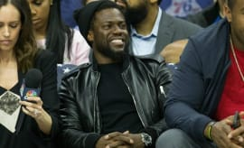 Kevin Hart sits courtside at a 76ers game.