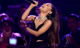 Ariana Grande live 2016.
