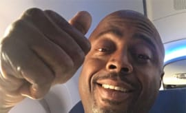 donnell rawlings thumbs up