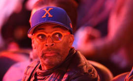 Spike Lee attends Knicks game.