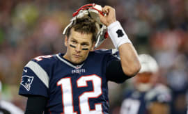 Tom Brady takes off his helmet after the Patriots fail to convert against the Seahawks.