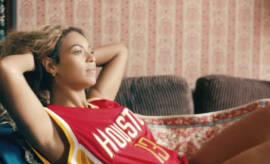 Beyonce in Houston Rockets jersey