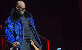 r-kelly-performing