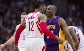 Dwight Howard and Kobe Bryant talk during a game in 2016.