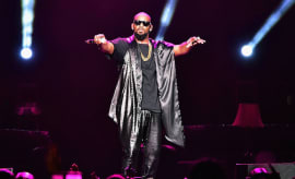 R. Kelly perfoms onstage during the Soul Train Weekend Concert