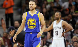 Steph Curry on the court for a game against the Spurs.