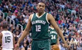 Jabari Parker plays in game against the Utah Jazz.