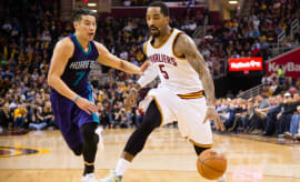 Jeremy Lin guards J.R. Smith.