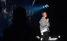 justin-bieber-onstage