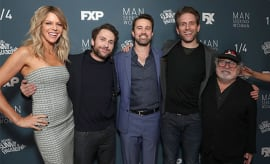 'It's Always Sunny' cast pose for photo together.