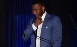 John Wall tears up during Kentucky Athletics Hall of Fame speech.