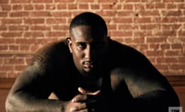 Mike Daniels Practices Yoga